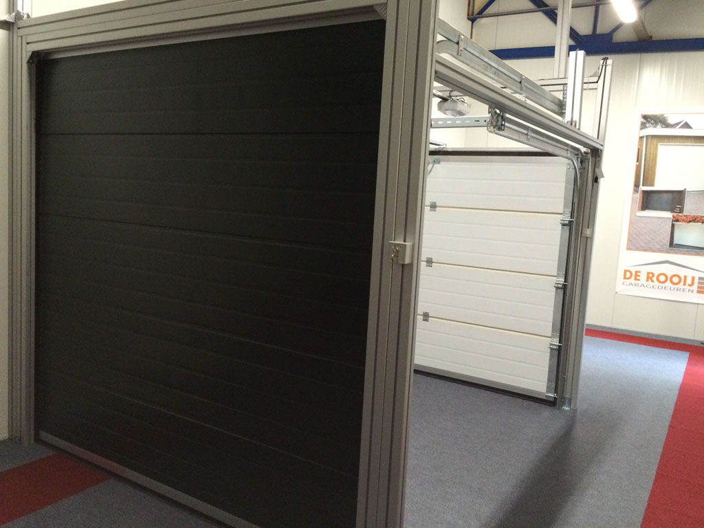 Showroom De Rooij Garagedeuren